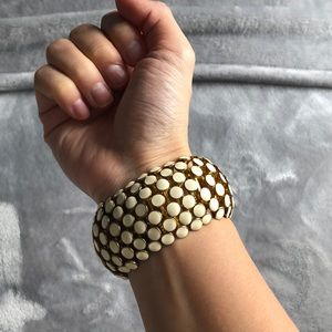 Jewelry - White and gold stretchy bracelet